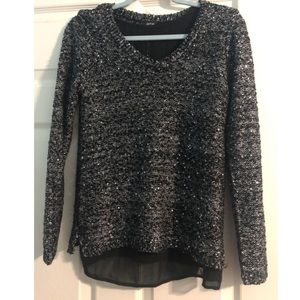 Sweater with a light weight under lining